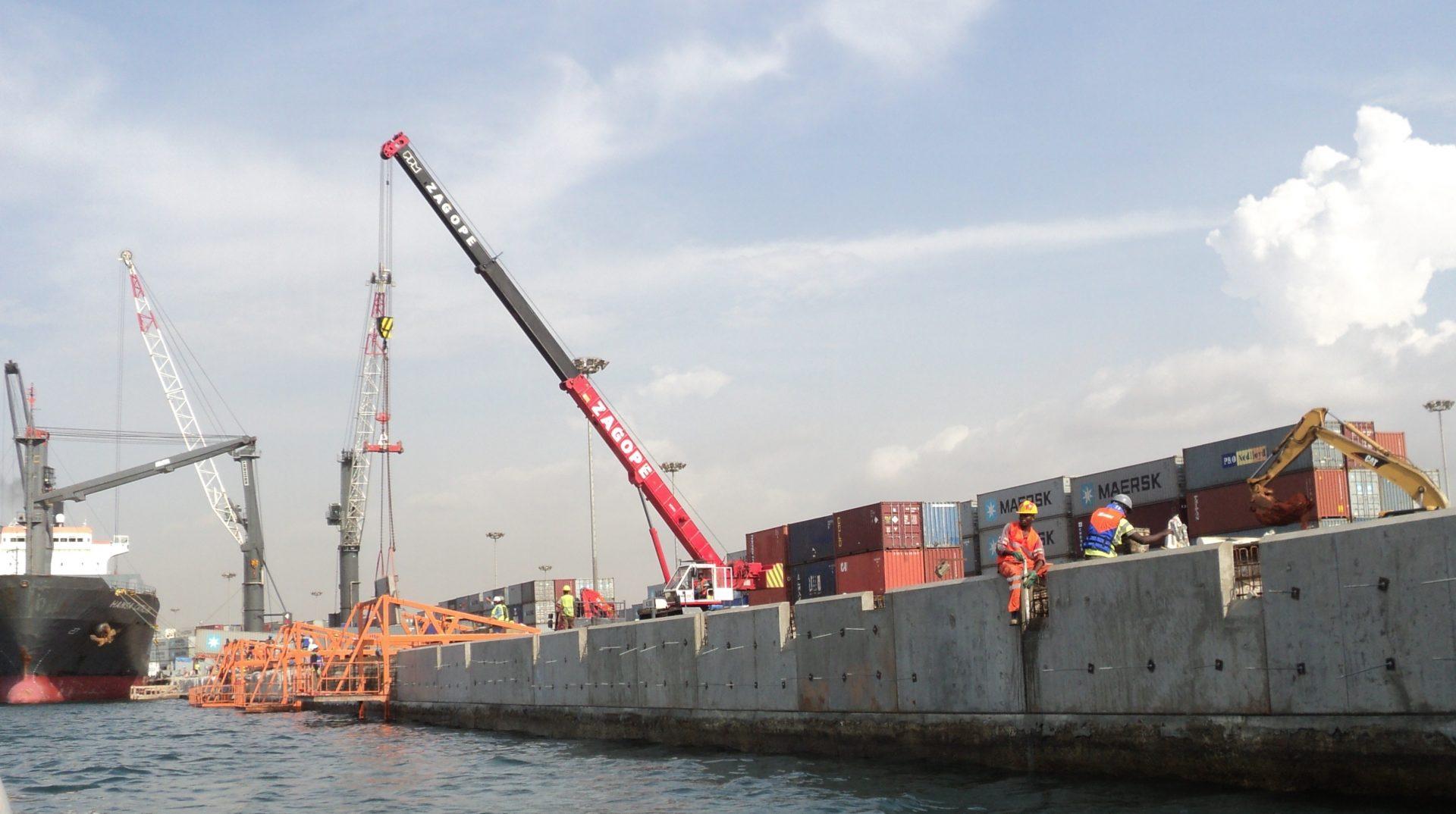 Terminal de Contentores no Porto de Luanda
